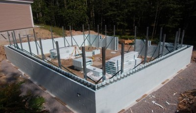 As the walls become higher the staging is applied to keep the walls straight and plumb.